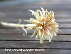 Maryandpatch, hand carving, wood, flower, so simple and pretty! Wood Carving Tools, Wood Carving Patterns, Carving Designs, Whittling Projects, Whittling Wood, Sola Wood Flowers, Wooden Flowers, Wooden Crafts, Wooden Diy