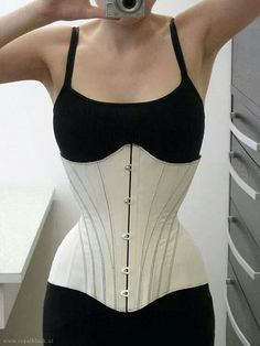 Corset. Lovely seam lines! Shapewear - http://amzn.to/2hGpxP0
