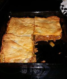 Mar 2020 - I was running out of dinner ideas the other night and it was also getting close to time to go buy groceries. I still had random supplies left so I combined two Hamburger Dishes, Beef Dishes, Food Dishes, Main Dishes, Hamburger Recipes, Hamburger Pie, Side Dishes, Recipes Using Crescent Rolls, Crescent Roll Recipes