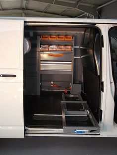 VW T5 L2H1 poza 5 Vw T5, Wall Oven, French Door Refrigerator, French Doors, Kitchen Appliances, Interior, Home, Diy Kitchen Appliances, Home Appliances