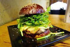 クレソンバーガーにベーコントッピングパティにモッツァレラチーズパルミジャーノレッジャーノピンクペッパークレソンの組み合わせ爽やかでいい感じだけど後半飽きるのででも添えた方がいいと思うあと味以前に接客がうこ過ぎる #meallog #food #foodporn #burger #burger_jp #ハンバーガー #