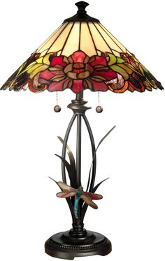A traditional decorative table lamp can be the focal point of a well-appointed room. This beautiful Tiffany art glass table lamp measures 25 in. high with a 16 in. Shade has 255 glass pieces of hand rolled art glass. Table Lamp Wood, Resin Table, Glass Table, Ceramic Table, Dining Table, Chandeliers, Tiffany Table Lamps, Grande Lampe, Stained Glass Lamps