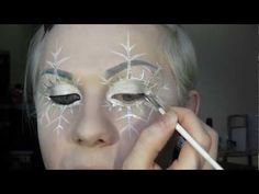 I thought this would be good for people who want a winter fairy look, or an Ice queen makeup idea! Ice Makeup, Ice Queen Makeup, Beauty Makeup, Halloween Fairy, Halloween Make Up, Halloween Face Makeup, Halloween Fashion, Ice Queen Costume, Fantasy Makeup