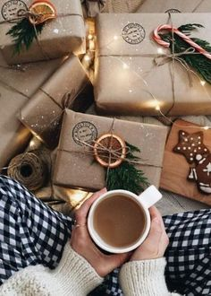 Christmas Ideas For Boyfriend, Teenage Girl Gifts Christmas, Christmas Gift Wrapping, Xmas Gifts, Boyfriend Gifts, Boyfriend Ideas, Printable Christmas Cards, 21st Gifts, Christmas Mood