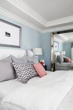 Soft Blue Wall Decorating and White Bedding Furniture Sets in Eclectic Bedroom Design Ideas - Apartment Home Interior Design Ideas Magazine Master Bedroom, Bedroom Decor, Bedroom Ideas, Bedroom Ceiling, Bedroom Colors, Bedroom Designs, Bedroom Wall, Bed Room, Clean Bedroom
