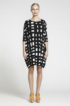 Ristiin Graphic Print Jersey Dress Black/Off-White | Kiitos Marimekko