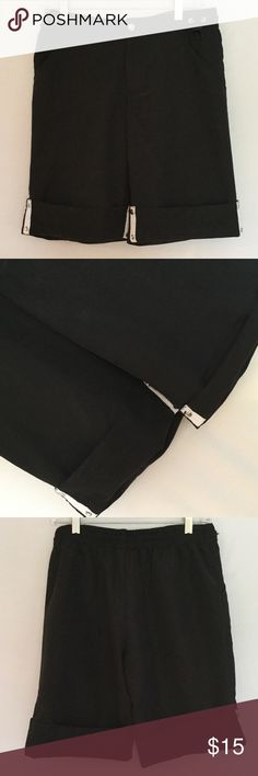 🍁Gloria Vanderbilt Sport black quick dry shorts Gloria Vanderbilt Sport Quick Dry Black Shorts. Adjustable length. Size S. Great Condition! Gloria Vanderbilt Shorts
