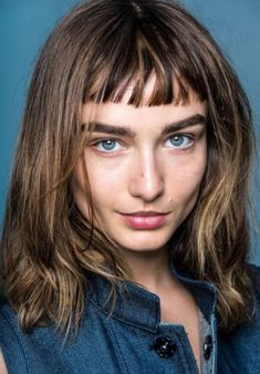 30 Pro Makeup Tips - Makeup Artists' Beauty Secrets - Marie Claire Bobbed Hairstyles With Fringe, Bob Hairstyles, Straight Hairstyles, Middle Hairstyles, Bangs With Medium Hair, Medium Hair Styles, Short Hair Styles, Pro Makeup Tips, Baby Bangs