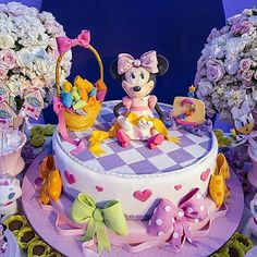 """#mulpix Olha que amor esse bolo todo comestível no tema """"Loja de Laços da Minnie""""! Bolo @marciamariacakes Produção @priscilladiniz 💖💖💖💖💖 #festejarcomamor #festainfantil #festamenina #festamenino #festameninoemenina #maedemenino #maedemenina #aniversarioinfantil #aniversariomenina #aniversariomenino #partyideas #kidspartyideas #minnie #festaminnie #decoracaominnie #bolominnie #minnieparty #lojadelaçosdaminnie #cake #cakesideas #bolodecorado #bolopersonalizado #bolodefe"""