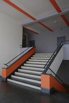 bauhaus / dessau | Flickr - Photo Sharing! Bauhaus Interior, Colour Architecture, Interior Architecture, Interior Design, Bauhaus Style, Bauhaus Design, Walter Gropius, Ideas Actuales, Bauhaus Building