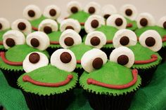 Leap Year ~ Frog Cakes, Cupcakes & Cookies Roundup - Mom Always Finds Out Cupcakes Design, Frog Cupcakes, Kid Cupcakes, Animal Cupcakes, Cake Designs, Cupcake Cakes, Frog Cookies, Flamingo Cupcakes, Buttercream Frosting For Cupcakes
