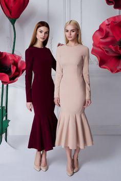 Платье «Лиза» бордо — 26 990 рублей, Платье «Лиза» беж — 26 990 рублей