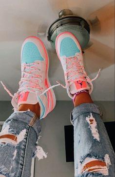 Dr Shoes, Cute Nike Shoes, Swag Shoes, Cute Nikes, Cute Sneakers, Nike Air Shoes, Hype Shoes, Shoes Sneakers, Jordans Sneakers