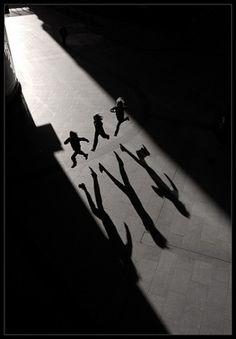 la perspectiva, la sombra alargada, sus sombras, el salto