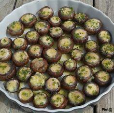 Pieta's hapjes: Champignons met kruidenboter uit de oven