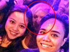 Selfie di Tempat Dugem, Dua Cewek Ini Dapat 'Kejutan'