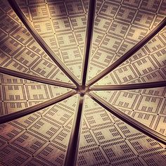 Upside-down ceiling (Battery Park, NY) - Photo by kastororama