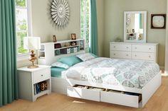 lit avec rangement au-dessous et tête de lit avec rangements par Ikea