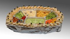 Snackadium das Snack-Stadion Cooking video for easy cooking: To build this snack stadium for your next party, you will need: 1 grill bowlclothafilmHot glueSnacks Party Finger Foods, Finger Food Appetizers, Snacks Für Party, Birthday Party Menu, Soccer Birthday Parties, Food Crafts, Diy Food, Theme Sport, Decoration Buffet