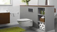 La déco des toilettes ne se cache plus. Cuvette WC suspendu et meubles lave-mains en bois laqué rouge pour une déco de toilettes au top