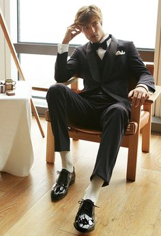 Boy Models, Male Models, Pose Reference Photo, Classy Suits, Portrait Poses, Men Looks, Stylish Men, Aesthetic Clothes, Groom Style