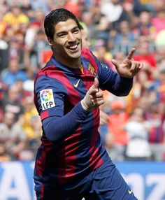 Suarez celebrating his goal against Valencia #fcblive [via @farodevigo]    FC Barcelona 2 - Valencia 0, La Liga, 18 April 2015