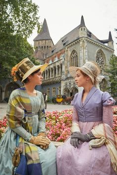 Becky Sharp and Amelia Sedley - Olivia Cooke and Claudia Jessie in 'Vanity Fair' (TV series Theatre Costumes, Movie Costumes, Period Movies, Period Dramas, Vanity Fair Movie, Vanity Fair Book, Olivia Cooke, Becky Sharp, Regency Dress