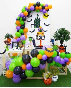 Hotel Transylvania Themed Bash ★ Explore fun and scary Halloween party ideas for kids, for teens, and for adults. Pick awesome themed cheap and DIY decorations. Halloween 1st Birthdays, Halloween First Birthday, Mickey Halloween Party, Halloween Balloons, Halloween Party Decor, Baby Halloween, Halloween Backdrop, Birthday Party Centerpieces, Birthday Parties