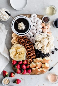 movie night snacks Rich and decadent Chocolate Fondue is perfect for a date night in! This easy dessert board features fun dipping options and is best enjoyed with your favorite wine Dessert Party, Snacks Für Party, Think Food, Love Food, Fondue Recipes, Dessert Recipes, Fondue Ideas, Picnic Recipes, Picnic Foods