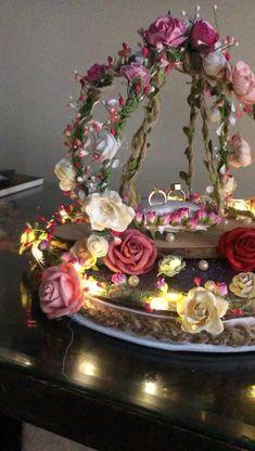 Desi Wedding Decor, Indian Wedding Decorations, Wedding Crafts, Engagement Ring Platter, Oval Engagement, Wedding Gift Hampers, Bridal Gift Wrapping Ideas, Thali Decoration Ideas, Creative Wedding Gifts