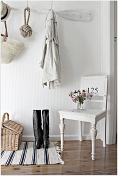 Use vintage chairs in your hallway or entrance to add character to the space. (via A Beach Cottage) Beach Cottage Decor, Coastal Decor, Coastal Style, Cottage Entryway, Seaside Decor, Cottage Living, Open Entryway, Apartment Entryway, Seaside Style