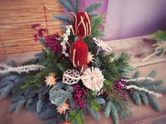 Totensonntagsgesteck Funeral Flower Arrangements, Funeral Flowers, Floral Arrangements, Christmas Wreaths, Christmas Decorations, Holiday Decor, Cemetery Decorations, Red Lobster, Vintage Heart