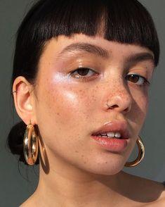 Glow, dewy makeup by Gabriella Floyd – Model Emily / Darth Bador – https://www.instagram.com/gabriellafloydmakeup/