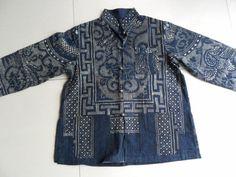 Chinese Batik jacket - dots make the design Costume Ethnique, 1870s Fashion, Mood Indigo, Shibori, Ethnic Outfits, Textile Fabrics, Kimono Fashion, Traditional Dresses, Menswear