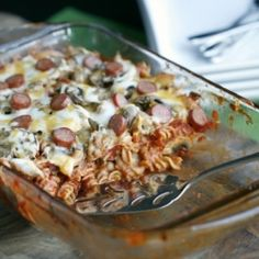 Sausage Pizza Casserole is perfect for those nights when you're craving pizza, but you don't want to pay the delivery fee. With just 5 simple ingredients you can make this delicious recipe for pizza casserole. Italian Casserole, Pizza Casserole, Casserole Recipes, Casserole Dishes, How To Cook Sausage, How To Cook Pasta, Healthy Pizza, Healthy Recipes, Dinner Healthy