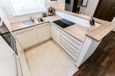Egyedi praktikus modern konyhabútor Kitchen Dinning Room, Kitchen Cabinet Design, Kitchen Remodel, Kitchen Remodel Small, Kitchen Dining Room, Studio Kitchen, Home Kitchens, Tiny House Kitchen, Kitchen Dinning