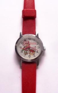 Vintage STRAWBERRY SHORTCAKE Watch.  My first watch.  I still have the watch, minus the band.  It's a wind watch!!