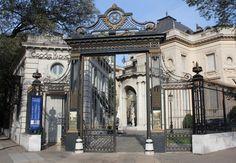 Palacio Errázuriz: portón de entrada.