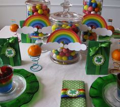 Sheek Shindigs: An Easy & Inexpensive DIY St. Patrick's Day Party Table: I love the oranges on the cupcake stands and the rainbow jello Cake Table Birthday, 90th Birthday Parties, 4th Birthday, Birthday Ideas, St Paddys Day, St Patricks Day, St Pattys, Saint Patricks, Girl Scout Bridging