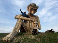 Sculpture géante en bois.  Thomas Dambod de Copenhague