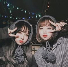 Cute ins earmuffs warm female winter Korean version of the wool tie knitted earmuffs ear cover earmuffs Bff Girls, Cute Girls, Korean Photo, Korean Best Friends, Pretty Korean Girls, Wool Tie, Korean Fashion Trends, Bff Pictures, Cute Friends