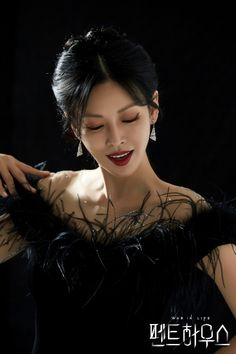 เรื่องย่อซีรีส์ The Penthouse : เพนต์เฮ้าส์อันหรูหราสูงเหยียดฟ้า สถานที่พักที่ทุกคนใฝ่ฝัน แต่แท้จริงแล้วมันกลับอาศัยอยู่ในสงครามสนามรบ ที่เต็มไปด้วยการชิงดีชิงเด่นกัน Korean Actresses, Korean Actors, Actors & Actresses, Korean Dramas, Kim Seo Yeon, New Korean Drama, Hyun Soo, Kim Young, Cute Boys Images