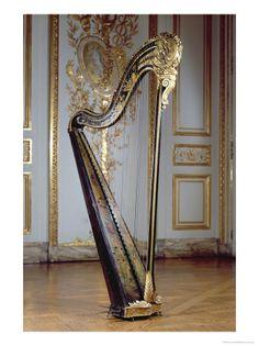 The Harp belonging to Marie Antoinette  Este arpa perteneció a Maria Antonieta.
