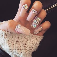 Opting for bright colours or intricate nail art isn't a must anymore. This year, nude nail designs are becoming a trend. Here are some nude nail designs. Glam Nails, Dope Nails, Fancy Nails, Stiletto Nails, Ongles Bling Bling, Rhinestone Nails, Bling Nails, Chanel Nails, Sparkle Nails