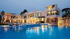 Spectaculaire villa de 3700m² et 28 chambres au coeur de Bel-Air, Usa, #construiretendance | Light up in the dark: http://www.amazon.com/Runners-Cyclists-Walkers-running-batteries/dp/B017NWLQWI