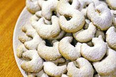 Nejlepší vanilkové rohlíčky - babiččin recept na křehké a jemné cukroví Cookies, Desserts, Food, Crack Crackers, Tailgate Desserts, Deserts, Biscuits, Essen, Postres