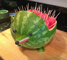 Cute watermelon idea for Sonic birthday party. Cute Food, Good Food, Yummy Food, Yummy Yummy, Yummy Recipes, Free Recipes, Delish, Watermelon Animals, Sonic Birthday