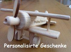 Kleinflugzeug Doppeldecker aus Holz mit pers. Widmung