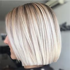 Straight Medium Length Hairstyles For Women To Look Attractive; Straight Hai… Straight Medium Length Hairstyles For Women To Look Attractive; Middle Parted Medium Straight Hair. Bob Hairstyles For Fine Hair, My Hairstyle, Hairstyle Hacks, Simple Hairstyles, Layered Hairstyles, Medium Hairstyles, Medium Length Hair Straight, Blonde Bobs, Blonde Hair