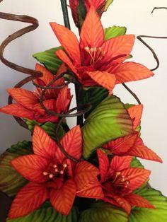 Multiflores - galeria de fotos -       MULTIFLORES - Cursos de Flores en goma eva Wreaths, Flowers, Plants, Flower Pens, Flower Arrangements, Rose Flower Arrangements, Paper Flower Decor, Home Crafts, Creative Crafts